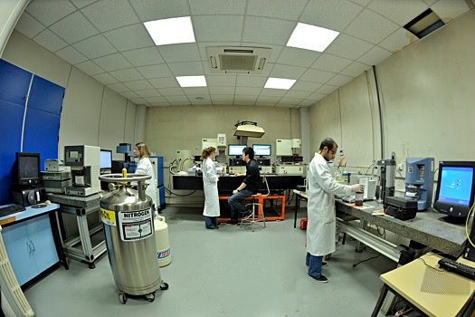 Arts et Metiers - Students in a Laboratory